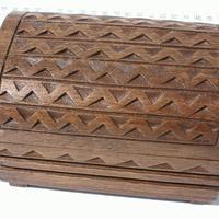 La main la boîte en bois sculpté