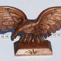 Aigle sculpture