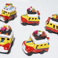 Små keramiska bilar